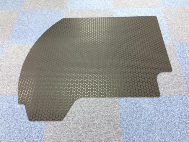 コイン柄の床敷物をウォータージェットで加工しました