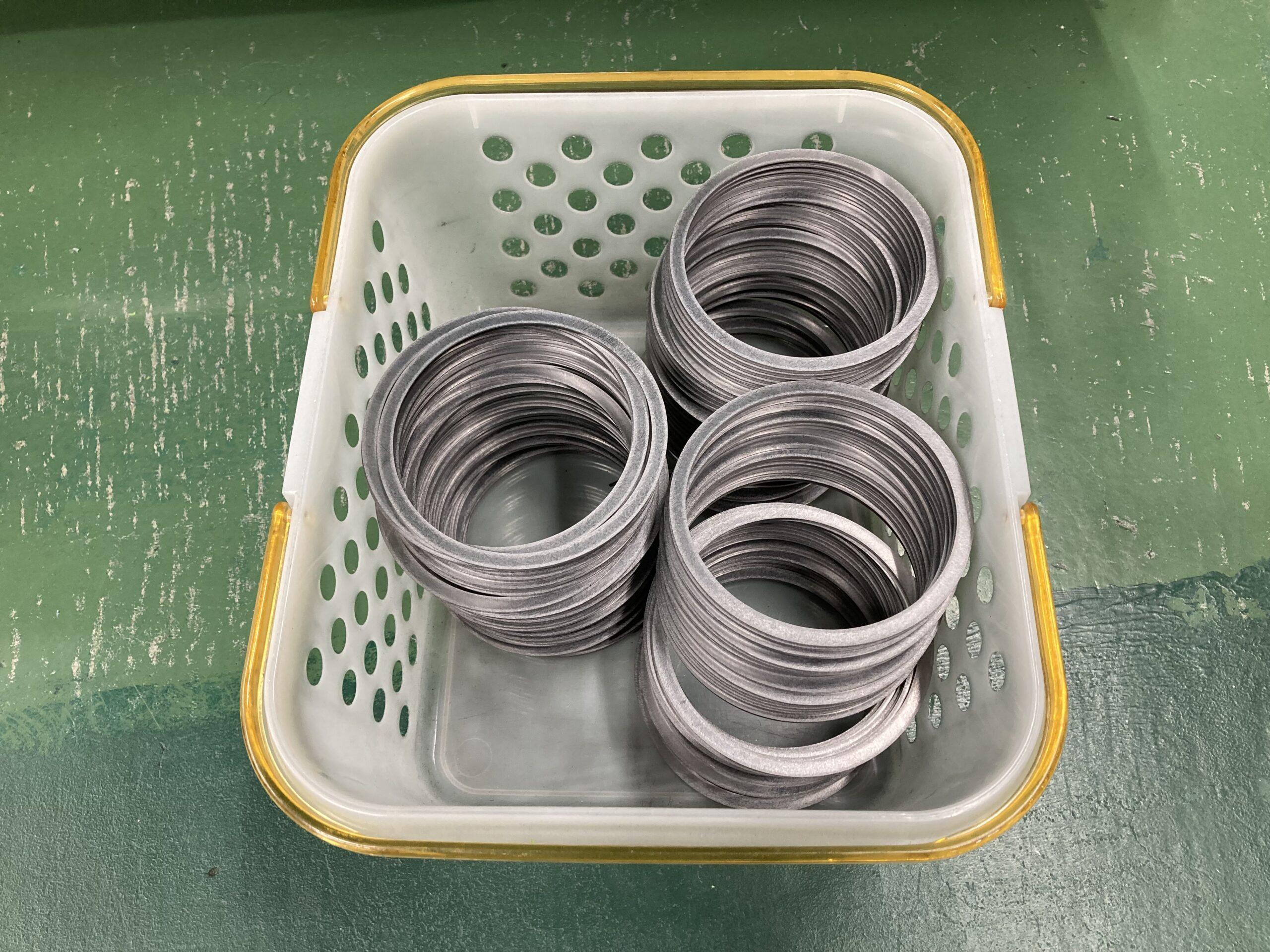 【膨張黒鉛シートをリング形状に加工しました】